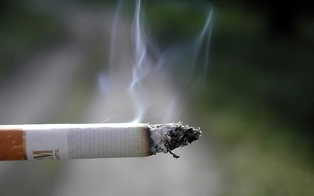 640px-Cigarette_smoking